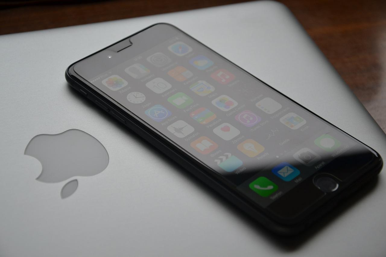 Tablet czy smartfon - co wybrać do mobilnego Internetu?